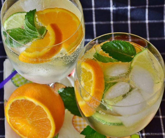 5 sposobów na to, żeby pić więcej wody