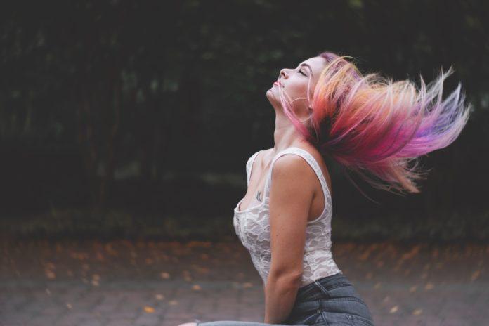 Jak bezpiecznie farbować włosy