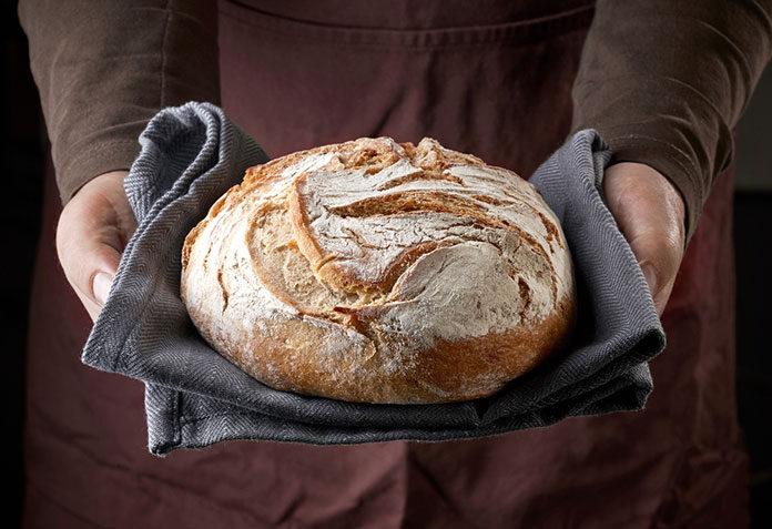 Pieczemy domowy chleb – poznaj sprytne triki i proste przepisy