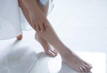 Swędzenie może być objawem wielu chorób skóry